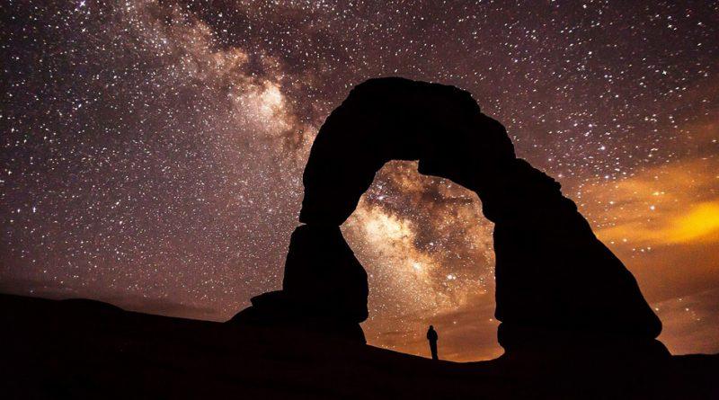 arco hacia la Vía Láctea