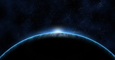 Amanecer sobre el horizonte terrestre visto desde el espacio