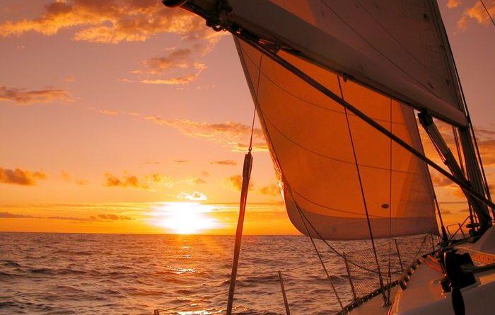 Navegando al atardecer (fuente: ldvuk.com)