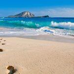 pisadas sobre la arena de la playa