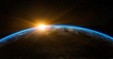 Amanece en algún lugar de la Tierra. Vista desde el espacio